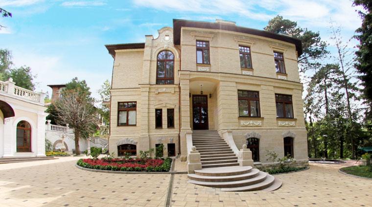 Общий вид дачи 1 санатория Красные камни в Кисловодске
