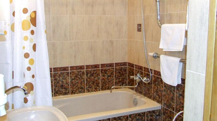 Ванная комната 1 местного, 1 комнатного, Стандарта в санатории Красные камни