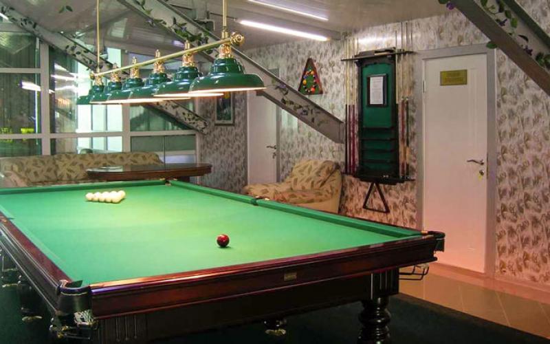 Стол для игры в бильярд в санатории Вилла Арнест. Кисловодск