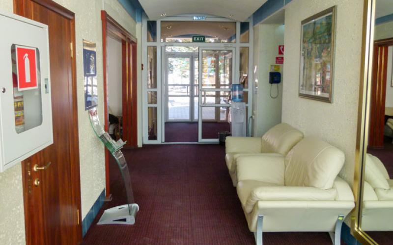 Санаторий Вилла Арнест в Кисловодске. Холл в спальном корпусе