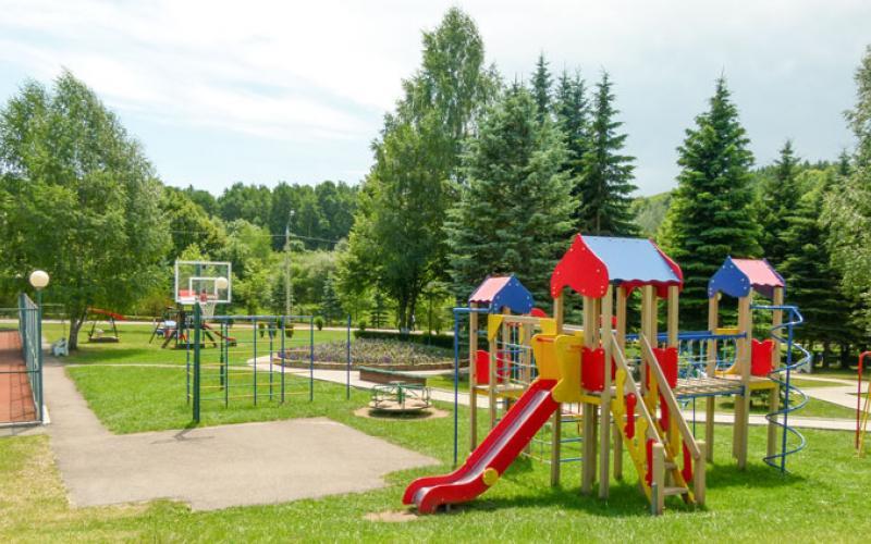 Фото детской площадки санатория Вилла Арнест. Кисловодск