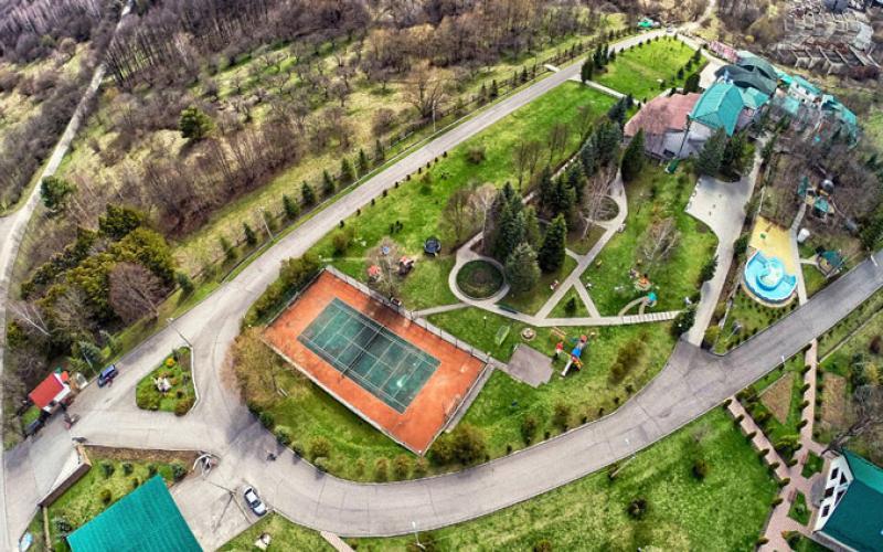 Вид на всю территорию санатория Вилла Арнест в Кисловодске